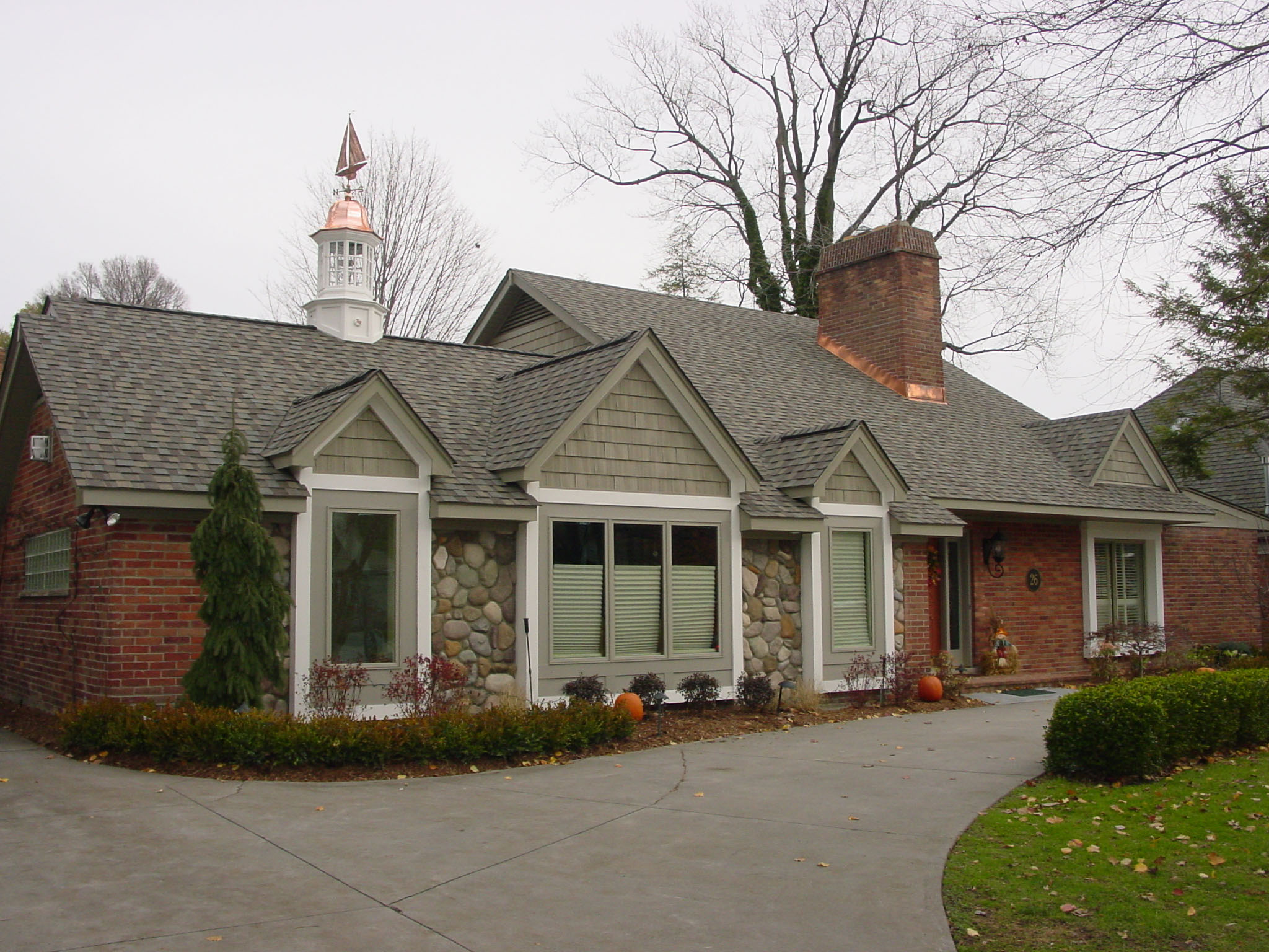 Cupolas cupola grosse pointe cupolas grosse pointe for Pictures of houses with cupolas